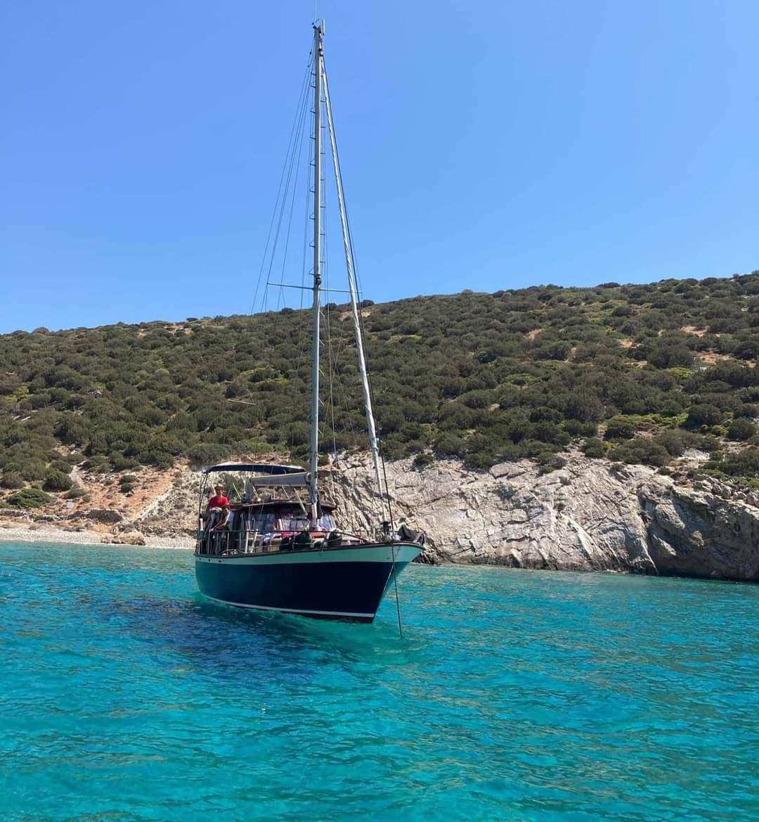wooden sailing boat cruises